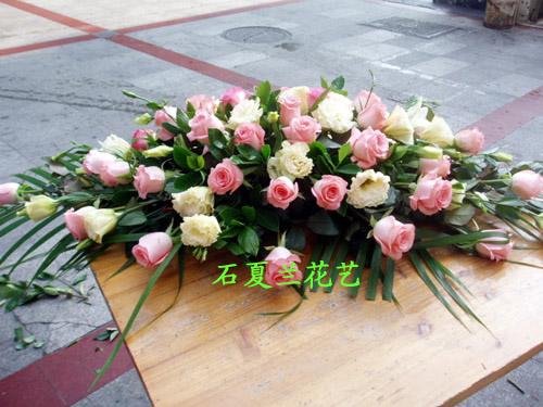 石夏兰橄榄形展台台面花,橄榄形展台台面花,玫瑰开会用花,接待台用花,洲际大酒店附近花店鲜花图片展示。