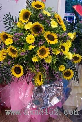 石夏兰向日葵花篮,宝体中心,荷兰小镇,庆典花篮鲜花图片展示。