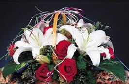 石夏兰社交花篮鲜花图片展示。
