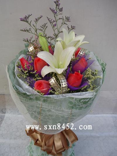 石夏兰情人节,百合与6只玫瑰鲜花图片展示。