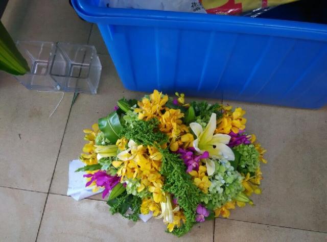 石夏兰超豪华庆典台面花,签到台鲜花,会议桌鲜花,花材,绣球,百合,香兰,洋兰,包装,台面花鲜花图片展示。