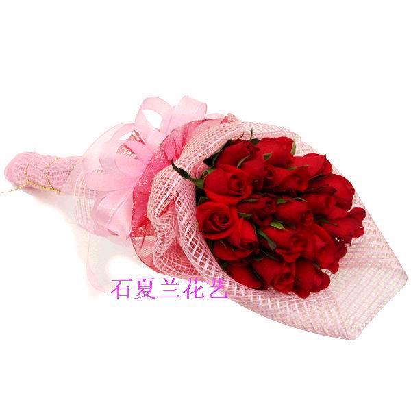 石夏兰热恋,18朵红玫女朋友生日鲜花图片展示。