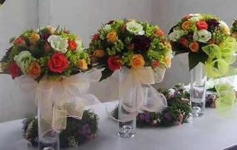 石夏兰玫瑰台面花,会议用花,商业用花,桌面花,会议台花,庆典花篮配送,深圳南山青青世界花店,多种玫瑰玻璃瓶插花 鲜花图片展示。