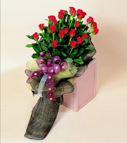石夏兰22朵玫瑰鲜花图片展示。