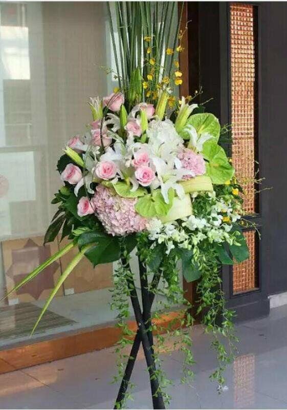 石夏兰书画,摄影展,粉色,绣球花,百合花篮,原木三角架,668元,花材,绿掌,粉玫瑰,粉色绣球,白百合,白洋兰,跳舞兰,包装,传世,艺术花篮鲜花图片展示。