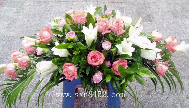石夏兰会议桌,百合玫瑰,台面花,开会用花,桌面花,园岭花店,泥岗附近花店鲜花图片展示。
