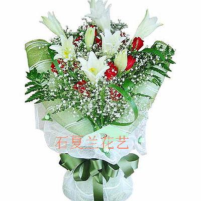 石夏兰9朵红玫花鲜花图片展示。