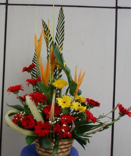 石夏兰生日花篮鲜花图片展示。
