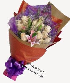 石夏兰16朵香槟玫瑰鲜花图片展示。