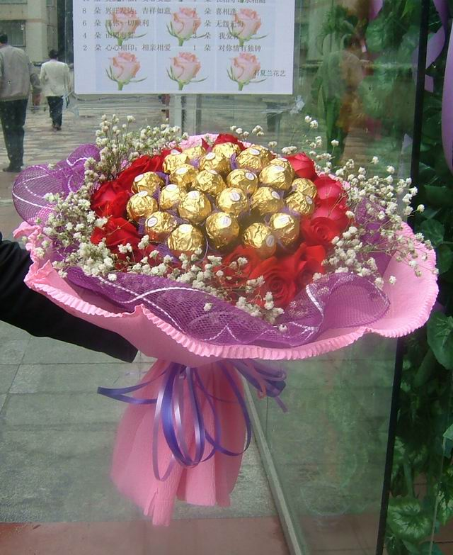 石夏兰24巧克力与,19朵玫瑰鲜花图片展示
