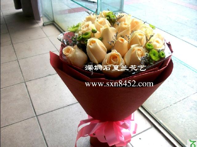石夏兰深圳香槟玫瑰,鲜花速递,生日送鲜花,红玫瑰花,龙华,石岩,福田,罗湖花店,19朵香槟玫瑰鲜花图片展示。