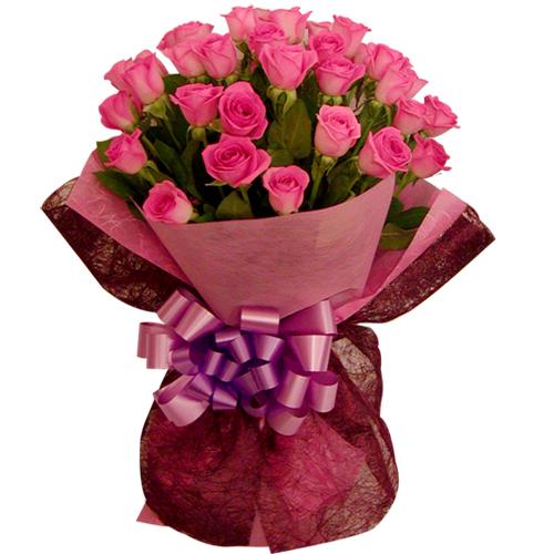 石夏兰33枝玫瑰单面花束鲜花图片展示。