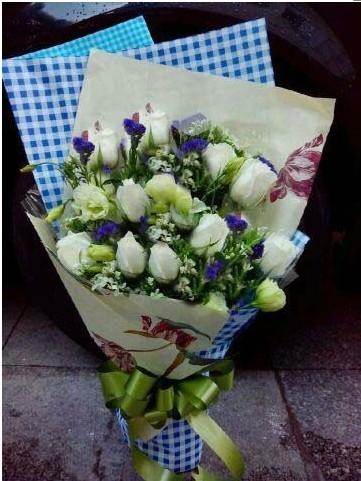 石夏兰七夕,白玫瑰,生日鲜花,白玫瑰花束,送花,深圳鲜花,福田,皇岗,附近花店,送花,11朵鲜花图片展示。