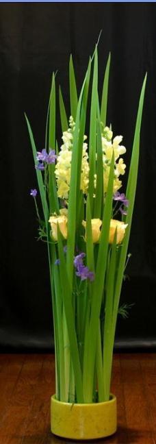 石夏兰艺术插花鲜花图片展示。