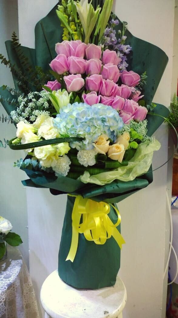 石夏兰生日花束、玫瑰、绣球花、金鱼草百合鲜花图片展示。