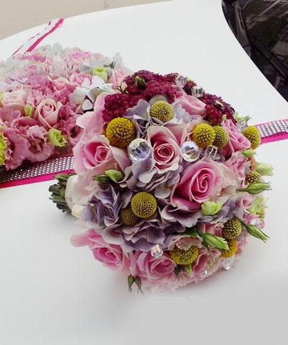 石夏兰高档婚礼手捧花,黄金球,玫瑰花,婚礼抛花鲜花图片展示