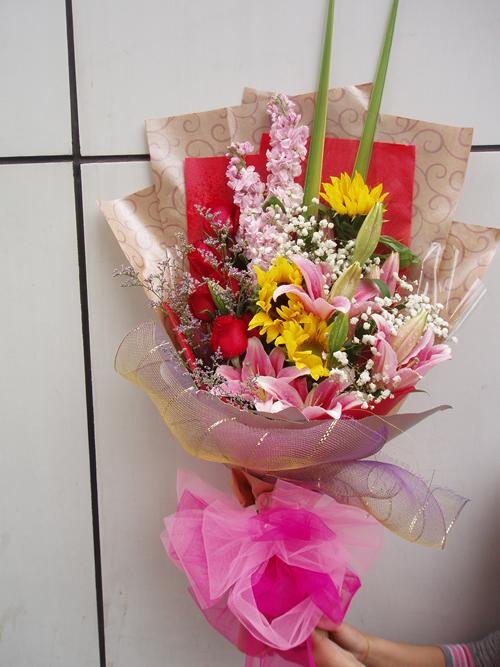 石夏兰向日葵高级花束鲜花图片展示。