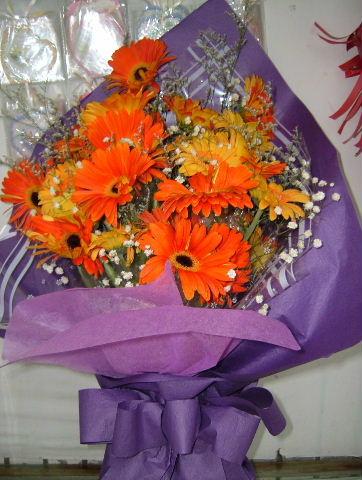 石夏兰19朵扶郎花花束鲜花图片展示。
