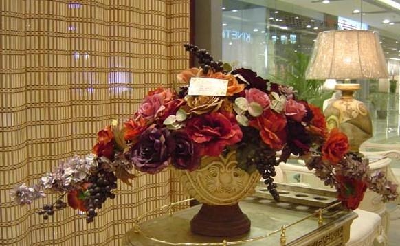 石夏兰仿油画台面艺术插花鲜花图片展示。