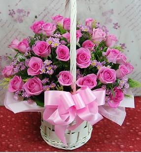 石夏兰33枝红樱桃圆形花篮鲜花图片展示。