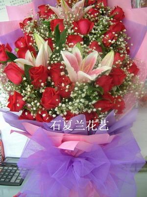 石夏兰24朵红玫鲜花图片展示。