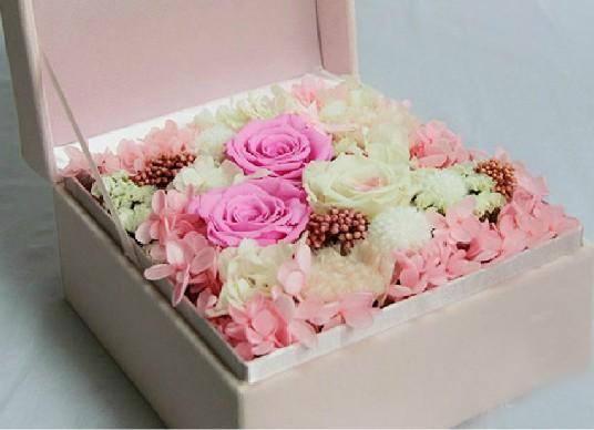 石夏兰【时尚派】永生玫瑰礼盒鲜花图片展示。