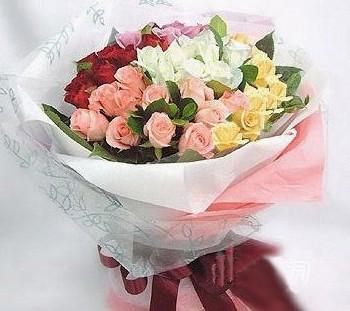 石夏兰55朵各色玫瑰混搭鲜花图片展示。