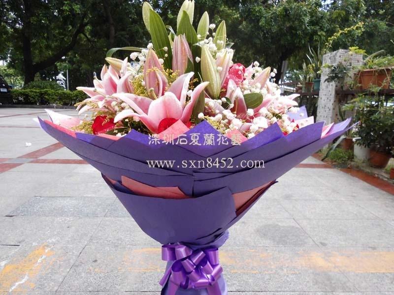 石夏兰11朵红玫瑰6枝百合花鲜花图片展示。