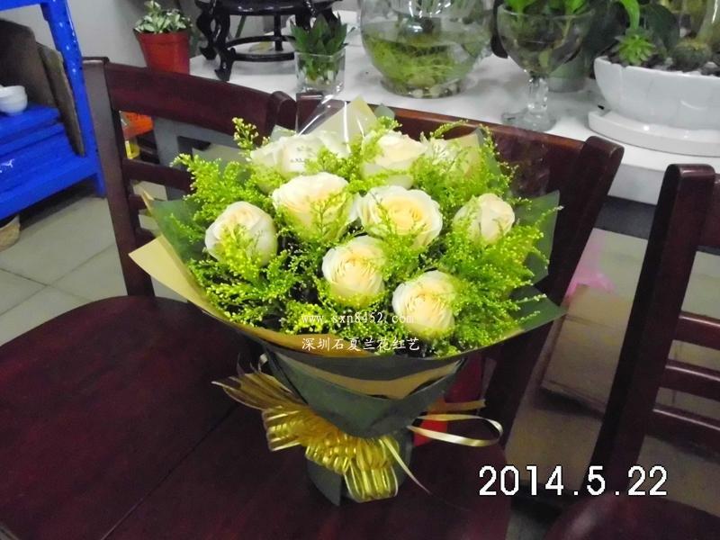 石夏兰11朵香槟玫瑰花鲜花图片展示。