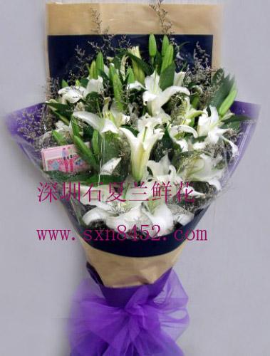 石夏兰8枝多头白香水百合花鲜花图片展示。