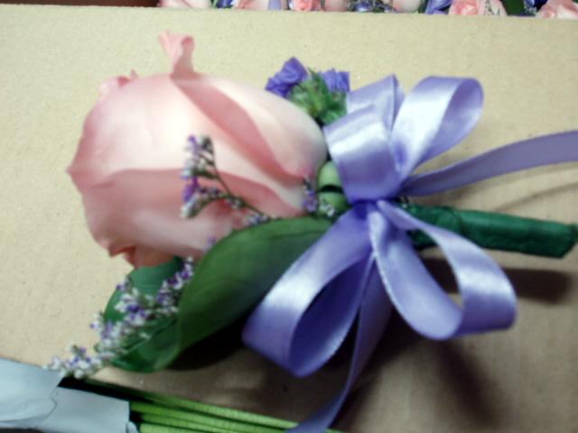 石夏兰丝带玫瑰礼仪胸花鲜花图片展示