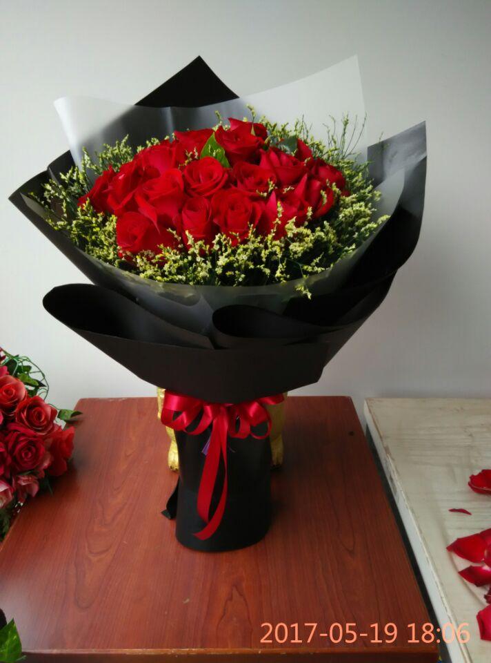 石夏兰我的爱,21朵大红玫瑰,花材,21朵大红玫瑰,配草,若干,包装,圆形花束,送给我的爱人鲜花图片展示