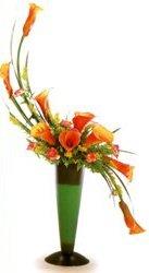 石夏兰马蹄莲花瓶鲜花图片展示。