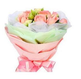 石夏兰11朵粉玫瑰鲜花图片展示。