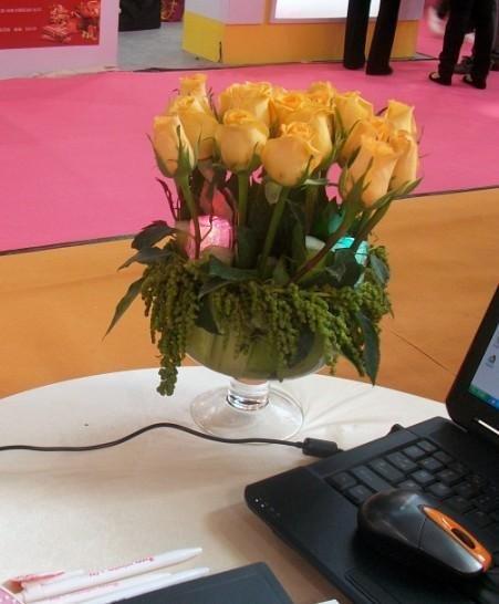 石夏兰宴会桌瓶插艺术花鲜花图片展示。