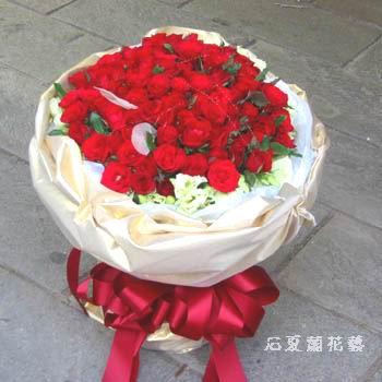 石夏兰相逢自是有缘,77朵玫瑰鲜花图片展示。