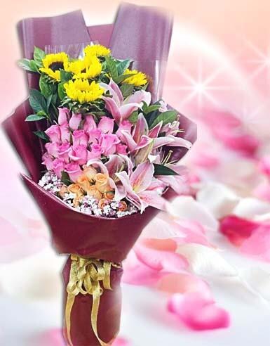 石夏兰三八节鲜花,母亲节,生日鲜花,花材,5朵向日葵, 19朵粉玫瑰,6朵百合花束,包装,扇形花束鲜花图片展示。