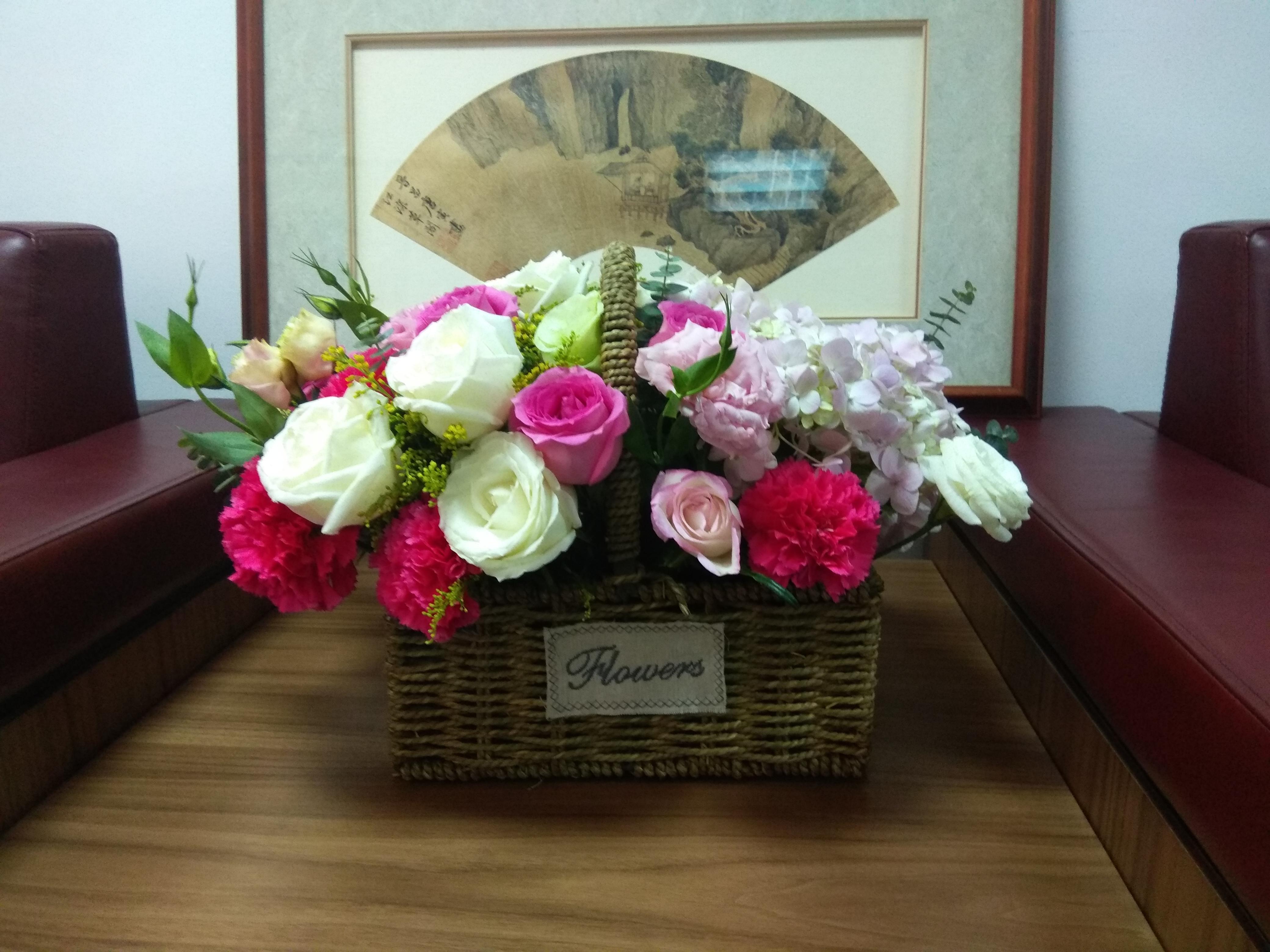 石夏兰条形手提礼品花篮,此花,曾,被用户选作,赠送贵宾,玫瑰花,绣球,康乃馨鲜花图片展示